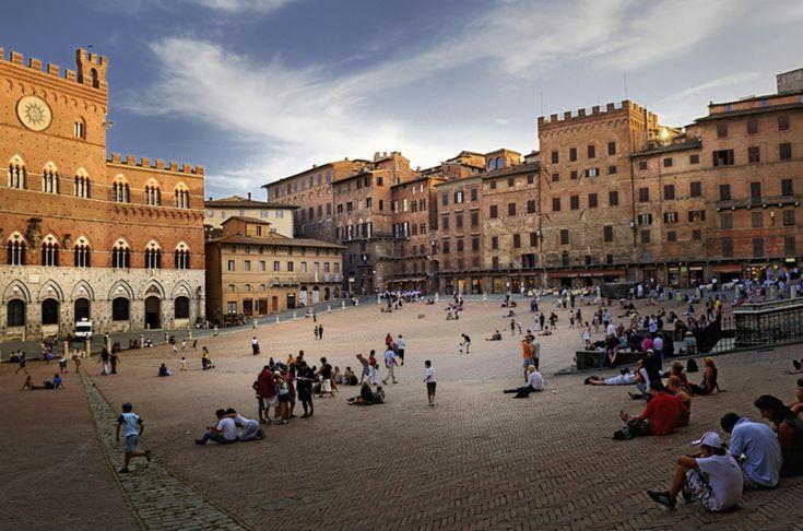 Piazza del campo, Siena.