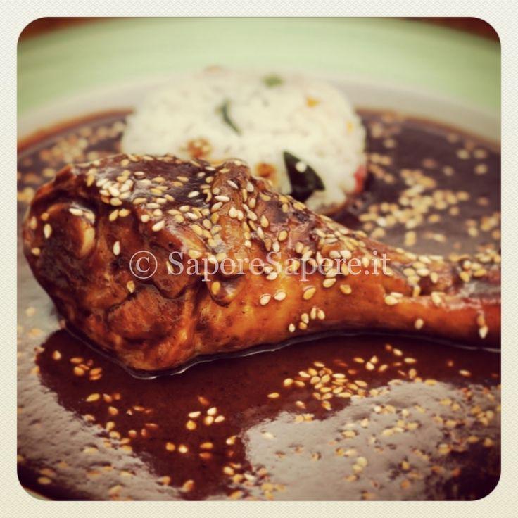"""Inauguro subito il blog con una ricetta tratta proprio da """"Sapore Sapere"""": il pollo al cioccolato. La parola """"mole"""" è di origine atzeca e indica una sal"""
