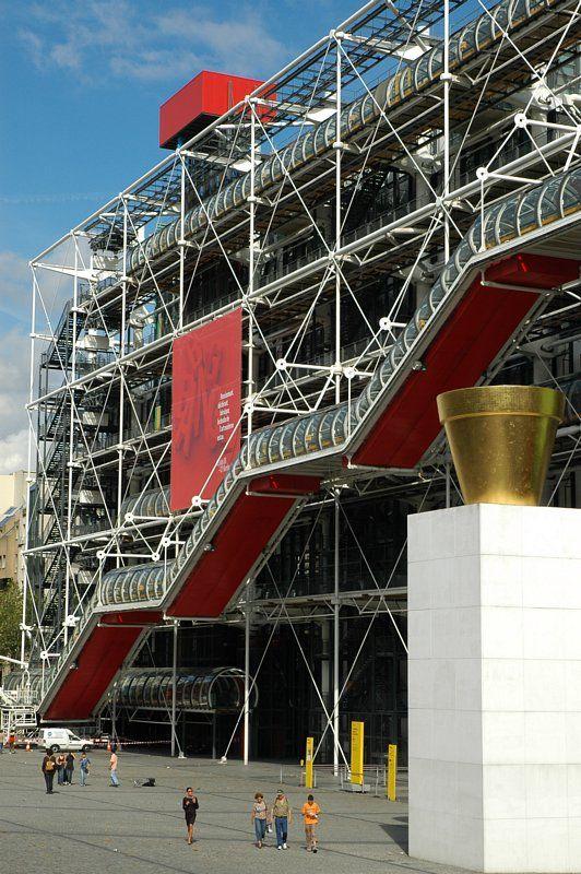 Centre Pompidou, Paris, Ile-de-France, France // Centro Pompidou es el nombre más comúnmente empleado para designar al Centro Nacional de Arte y Cultura Georges Pompidou de París, diseñado por los entonces jóvenes arquitectos Renzo Piano y Richard Rogers