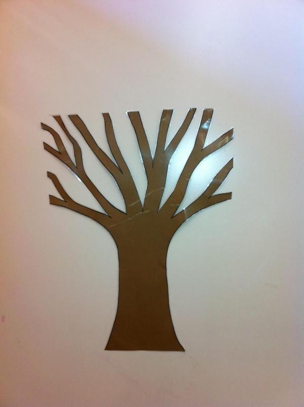 Cómo hacer un árbol de otoño para decorar. Con la llegada del otoño y si hay niños en casa, podemos reservar una de las paredes de su habitación para decorarla con motivos de esta estación. Esta idea también puede ser utilizada por los maestr@...