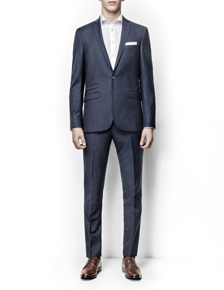 Nedvin suit Men's slim fit suit in wool. High crochet, slimmed lapels and flap pockets. Two-button front closure. Comes with Herris trousers featuring low rise, narrow leg and slim fit for modern, clean profile.