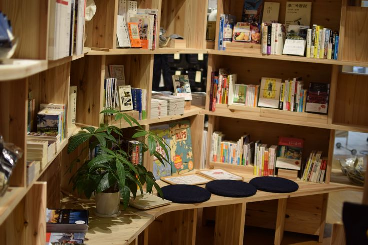 Seating area   リニューアルした「無印良品有楽町」とMUJI BOOKS 本のアプリStandのブログ