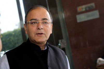 केंद्र सरकार विदेशी बैंकों में काला धन जमा करने वाले कुछ भारतीयों के नाम अगले सप्ताह सुप्रीम कोर्ट में बता सकती है।