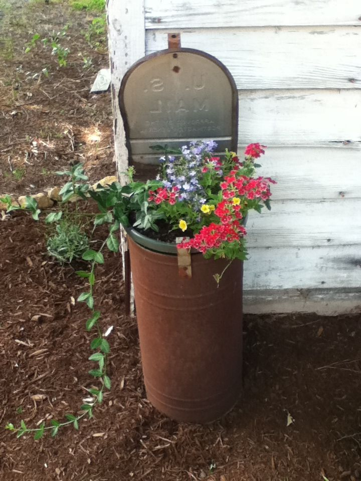 17 Best Ideas About Mailbox Planter On Pinterest