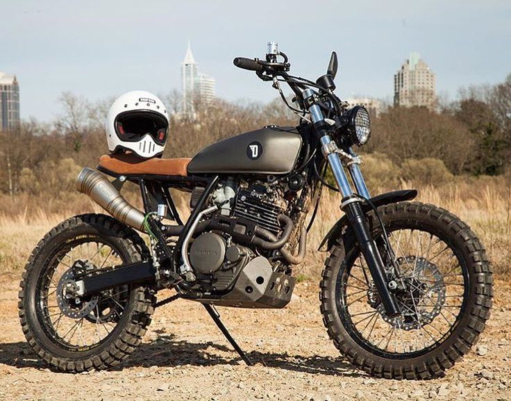 PSA y'all: Any retail purchase made in-store OR online from @devolve_moto enters you to win their '93 Honda XR600R scrambler! Winner announced New Years Day! (Entries limited to North America.) #xr600 #xr650r #scrambler