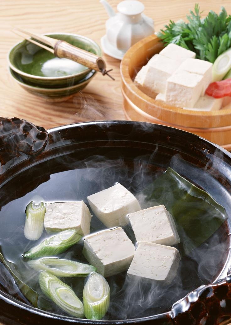 "Winter Japanese Dish ""Yudofu"", Cubed Tofu Hot Pot 湯豆腐"