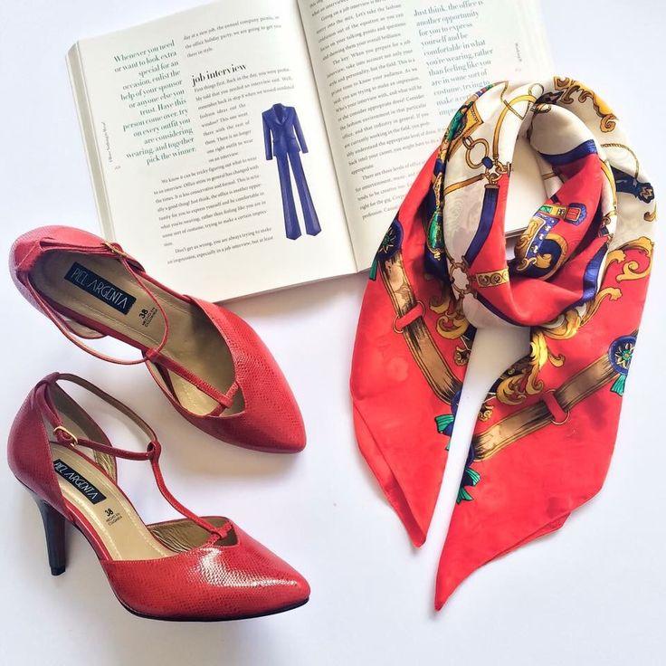 """Red shoes  Razones por las cuales unos lindos tacones rojos Piel Argenta son un """"must have"""" en tu ropero!  El rojo es un color muy poderoso, que demuestra energía y pasión. Integrarlo en tu outfit a través de tus zapatos, es la manera más sutil y elegante de llevarlo. No temas usarlos si tienes una entrevista de trabajo!   No te quedes sin los tuyos!   Piel Argenta, siempre contigo!  #pielargenta #fashion #trendy #lifeisbetterinheels #red #shoes #tacones #instyle #hechoamano #hechoencolombia"""