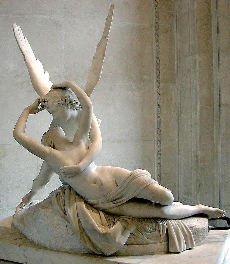 """""""Eros y Psique"""" (1793)  Antonio Canova. Eros y Psique están a punto  de unirse en un beso. Psique sobre su cadera derecha  volviendo hacia atrás la cabeza, Eros para besarla. En mármol blanco  con el procedimiento de la talla. Se observa que la superficie está  muy pulimentada. Valores táctiles de gran suavidad. Efectos de brillo   y de  casi difuminado muy suave. Realismo idealizado y los cuerpos son proporcionados y bellos."""