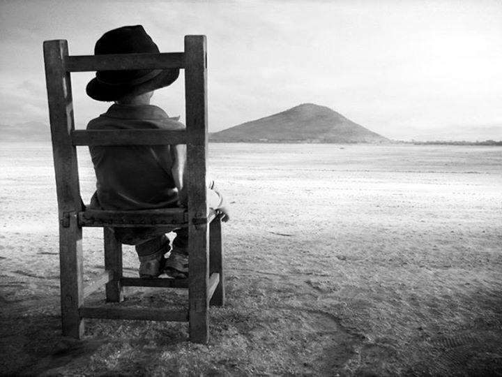 """""""El tiempo es más pesado que la más pesada carga que puede soportar el hombre"""".  Foto y Frase de Juan Rulfo"""