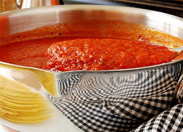 7 τρόποι για να κάνεις οποιαδήποτε σάλτσα ζυμαρικών πεντανοστιμη