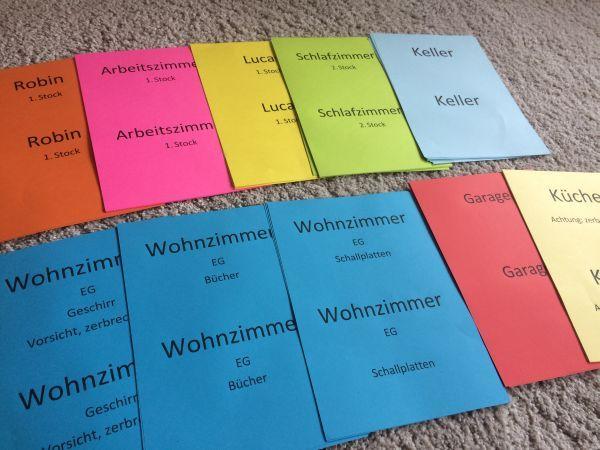 Umzugskisten beschriften mit farbigen Zetteln