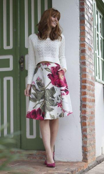 Saia midi floral e blusa rendada