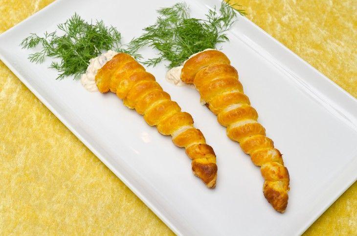 Smördegsmorötter fyllda med äggsallad