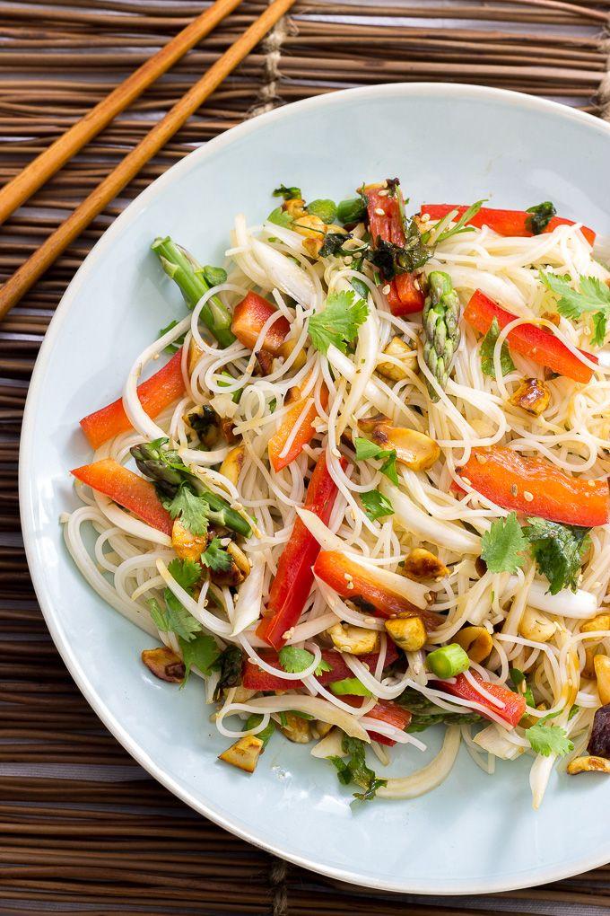 Ensalada oriental con fideos de arroz