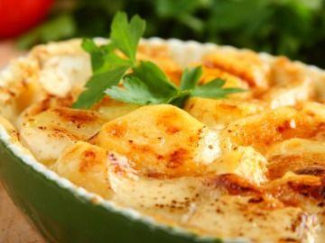 Tepsis burgonya fűszeres szószban