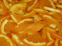 Esta receita é muito antiga. Não dá para fazer na MFP, tem mesmo que ser feita ao lume. Fica deliciosa e bastante apurada. É uma compota que dura de um ano para o outro. Andava para a fazer há algum tempo mas decidi fazê-la já, uma vez que as laranjas e...