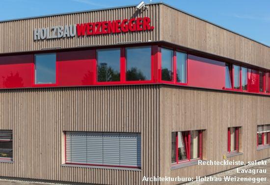 graue fassade mit rotem akzent • dura patina massivholzfassade, Innenarchitektur ideen