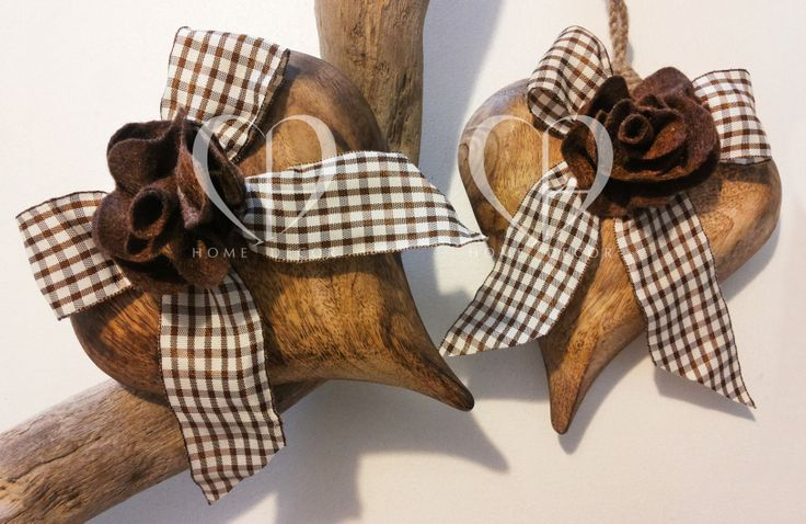 hearts made of solid wood and ribbon flower in felro aquadretti in shades of beige and chocolate