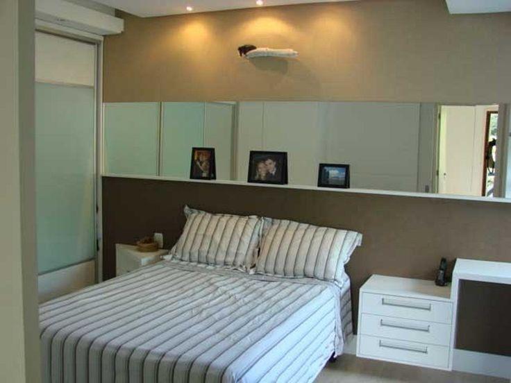 quarto de solteiro simples masculino com espelho