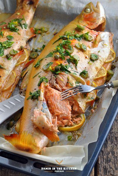 Ингредиенты: Для рыбы: Форель янтарная - 2 шт. по 1,2 кг. каждая Тимьян свежий - 20 веточек (5 веток внутрь рыбы, 5 под рыбу) Лимон - 1 шт. (тонко порезать) Чеснок - 6 зубчиков…
