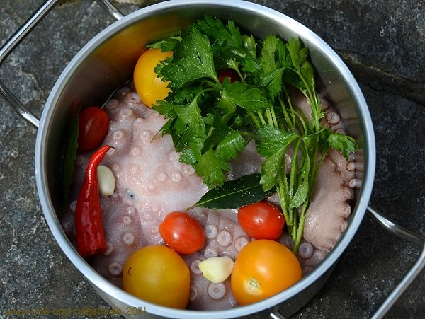 Bunter Polpo-Salat mit Bohnen und gebratenen Kartoffeln