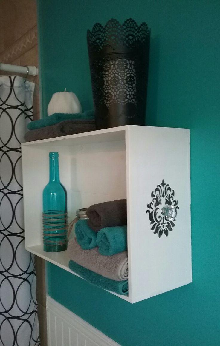 Caisse de vin modifiée en étagère-tiroir, avec …