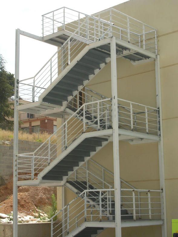 The 25 best escaleras de emergencia ideas on pinterest - Barandales para escaleras ...