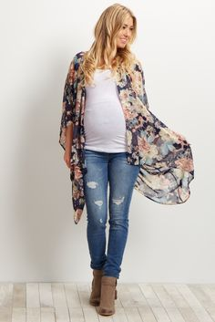 This gorgeous floral maternity kimono is the perfect addition to your wardrobe. It's easy to layer over a basic top with maternity jeans and ankle boots for a cute ensemble!