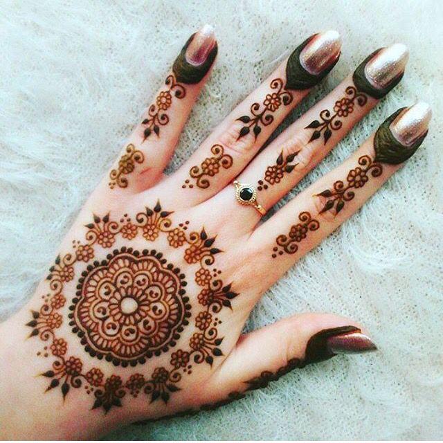 Les 36 meilleures images du tableau henna designs sur pinterest le henn mod les tatouages au - Modele de henna ...