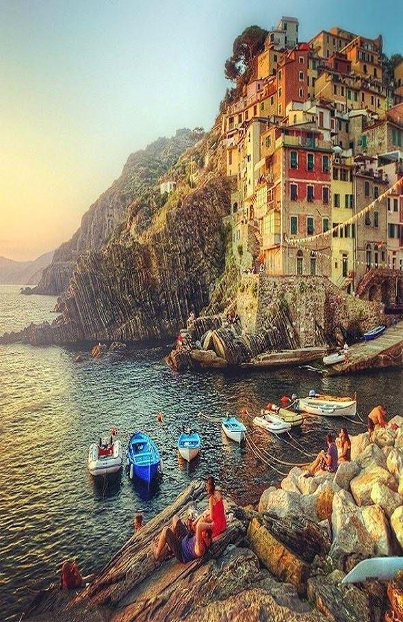 Cinque Terre, RioMaggiore, Italy http://tracking.publicidees.com/clic.php?progid=378&partid=48172&dpl=http%3A%2F%2Fwww.ecotour.com%2Fvoyage%2Fitalie-p30