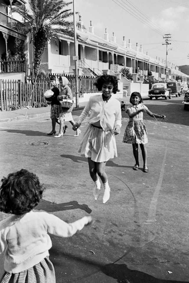 vintage everyday: The Spirit of District Six: 32 Interesting Black and White Photographs Capture Everyday Life of Cape Town, South Africa in 1970