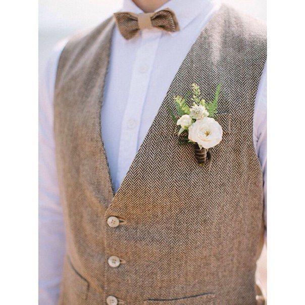 """Жених и невеста доверили нашим друзьям создать свадебные образы. Платье """"Нежное Брюле"""" на невесте подчеркнуло ее очарование. А твидовый жилет и галстук-бабочка на женихе смотрится очень стильно. Создание индивидуального свадебного образа от 20 000 ру, Свадебный образ жениха"""