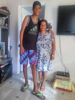 Ele tem medo de morrer', diz mãe após cirurgia do filho de 10 anos e 2m Sérgio Gabriel passou por operação para retirada de tumor cerebral. Menino também sofre com convulsões, dores de cabeça e no corpo.