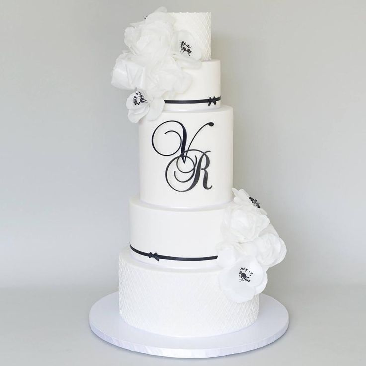 Black &White by Sweet Tiers - Helena Kastanis - http://cakesdecor.com/cakes/272174-black-white