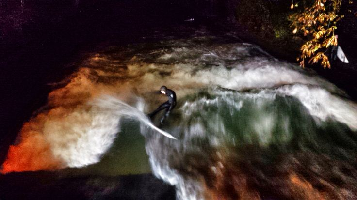 Riversurfing.