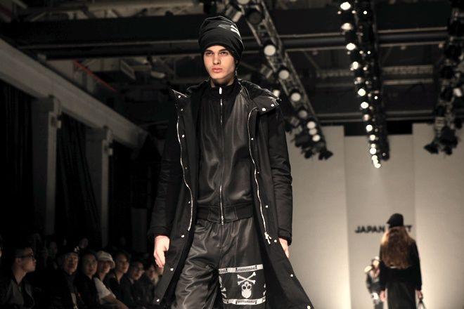 「mastermind JAPAN(マスターマインド ジャパン)」が、上海で3月に参加した「JAPAN NEXT  ファッションショー in  上海」。2012-13年秋冬メンズ・ウィメンズコレクションを、ショー形式で...