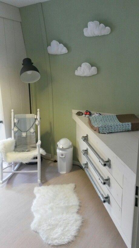 Nieuwe hoek commode voor de babykamer