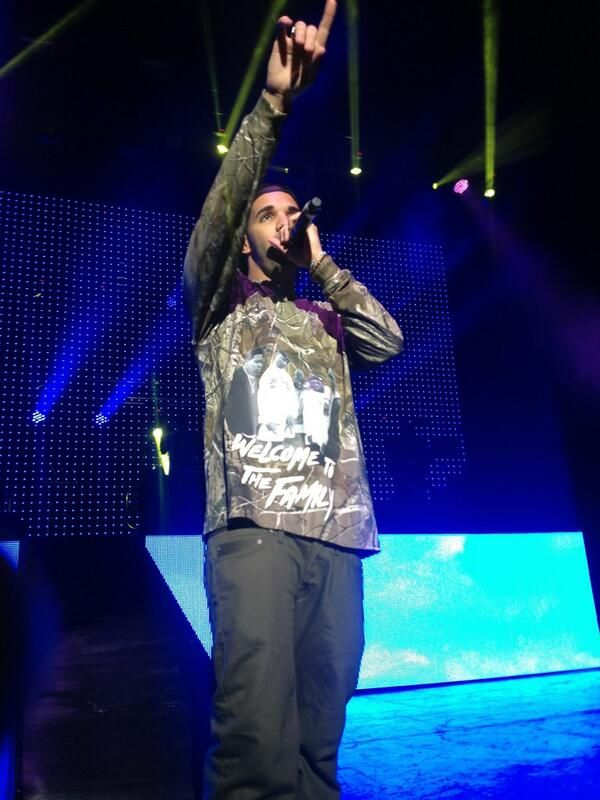 Big Sean Brings Out Drake At 'Hall Of Fame' Show In Detroit (Video)