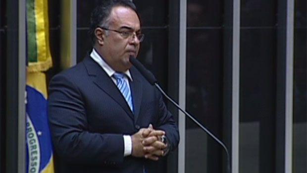 Mensagens revelam cobrança de André Vargas a doleiro preso pela PF - Brasil - Notícia - VEJA.com