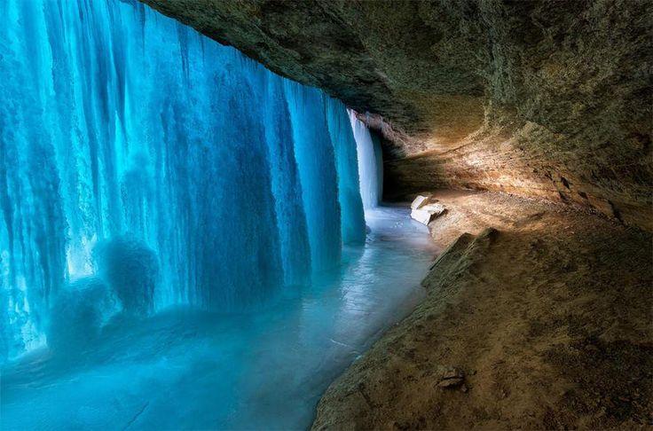 凍ったミネハハの滝の裏側♡ - <アメリカ、ミネソタ州ミネアポリス :世界の美景色旅行♪(@kini_new)さん | Twitter