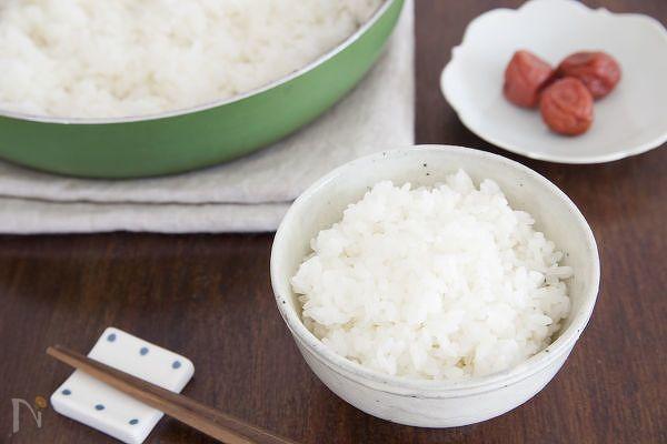 【10分でご飯が炊ける!】覚えておきたい「フライパン炊飯」 | レシピサイト「Nadia | ナディア」プロの料理を無料で検索