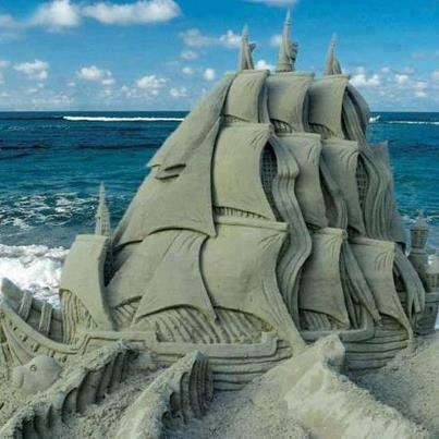 Sand art, with the sea behind, so cool