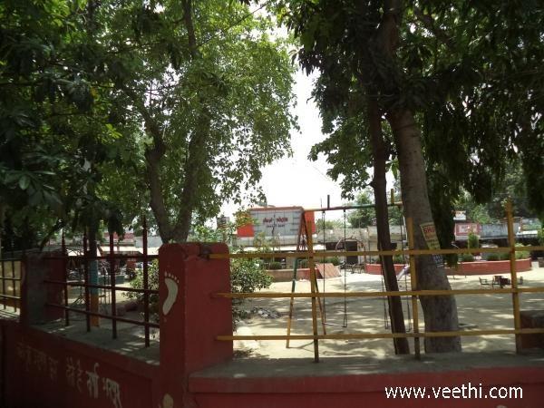 Gol Market in Saket, Meerut