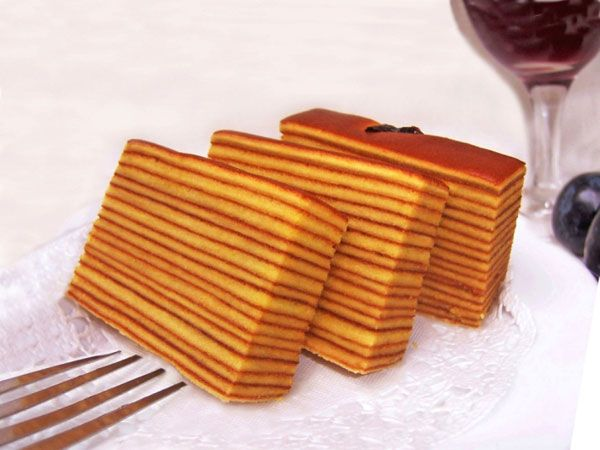 This is Lapis Legit. Very beautiful, eh? Lapis legit is a cake with sweet dan savory taste. Lapis legit texture is more dense than the layers of Surabaya. The uniqueness of the cake layer is legit striped and made with due diligence to make the process should be made one by one layer.