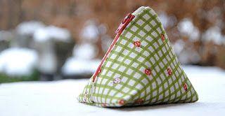 De naaiclub - voor stoffige juffertjes -: Piramidetasje met ideale maten?