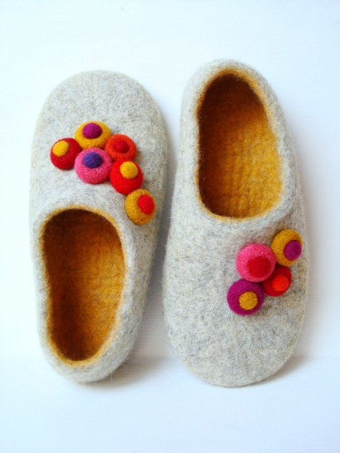 Handmade wool slippers using wet felting technique - too cute!