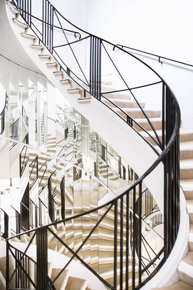 Coco Chanel's Paris apartment staircase. A study in geometry, reflection and light! During her fashion shows, Chanel used to conceal herself from the audience by sitting on the fifth step of this mirrored stair.
