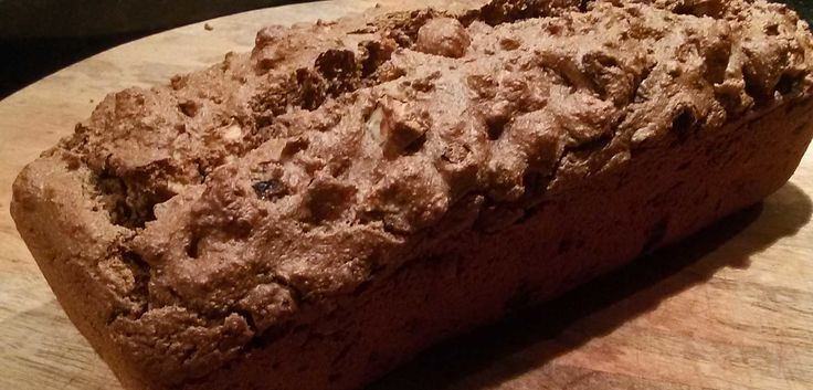 Kruidkoek is favoriet bij ons! Deze goedgevulde suikervrije variant is gemaakt van havermeel en er zijn stukjes appel, abrikoos en noten aan toegevoegd. Ga er lekker zelf mee aan de slag en verzin je eigen creatie.