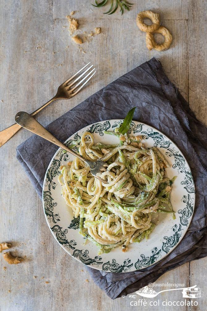 spaghetti alla chitarra, ricotta, zucchini ed erba luisa