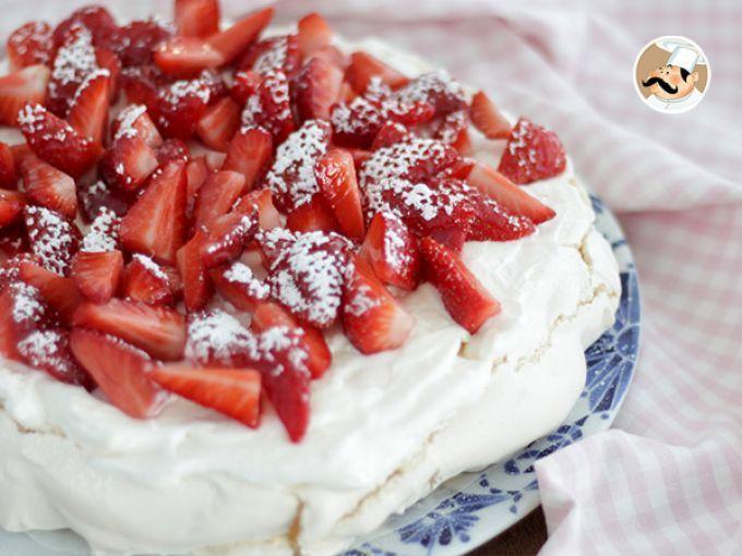 Recette Dessert : Pavlova croustillante et moelleuse aux fraises par Ptitchef_officiel